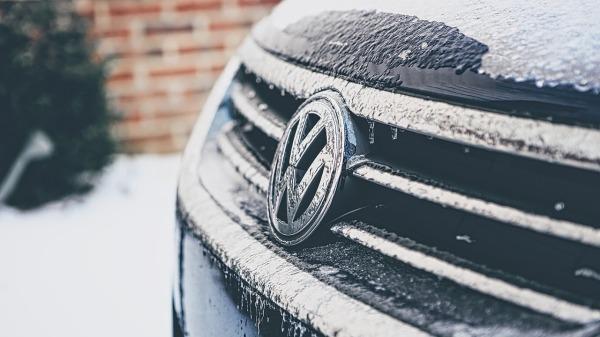 volkswagen-logo-snow